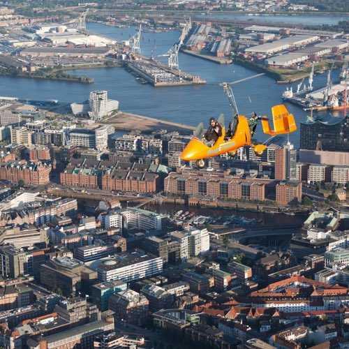 Gyrocopter über Hamburg Speocherstadt